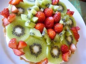キウイとイチゴのフルーツタルトケーキ