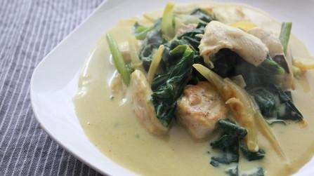 鶏胸肉とほうれん草のカレークリーム煮
