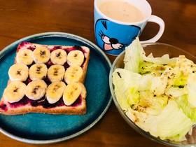 朝飯(・ω・)ドレッシングとバナナパン