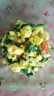 栄養満点!卵とほうれん草のサラダの写真