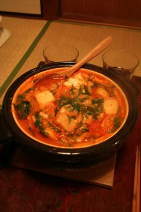 とろーり玄米もち入り味噌キムチ鍋