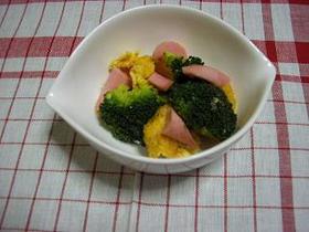 ブロッコリーとソーセージと卵のソテー
