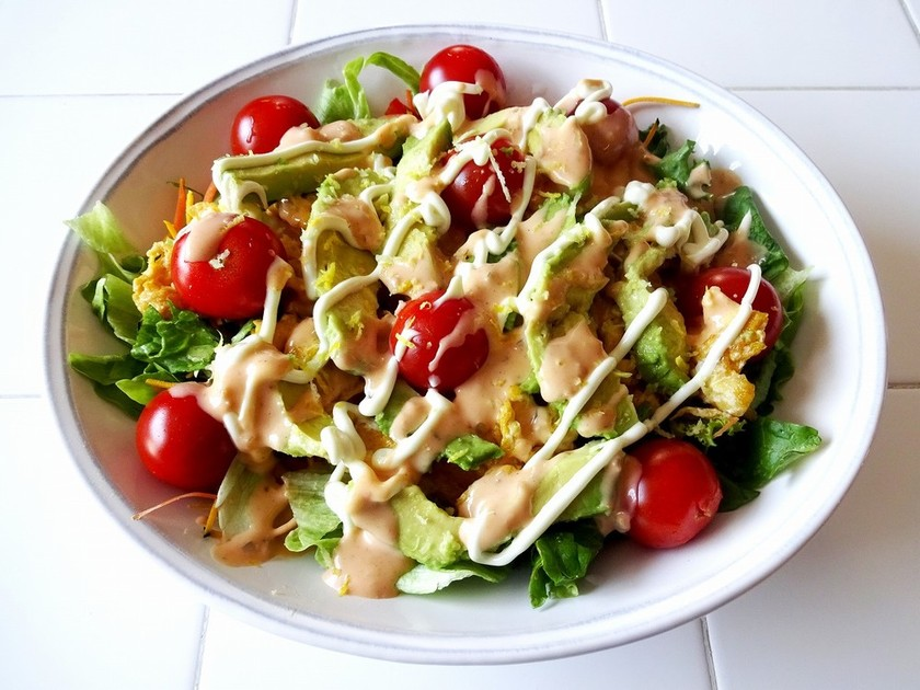アボカド卵トマトのサラダ