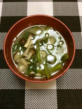 春菊とぶなしめじのお味噌汁