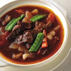 牛もも肉と大根、にんじんの豆板醤煮込み