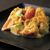 卵、トマト、アボカド炒め