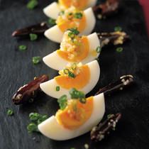 ゆで卵焦がし唐辛子と葱ソース