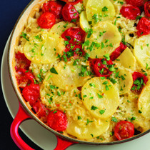 プーリア風じゃがいも、ムール貝、トマト、お米のオーブン焼き