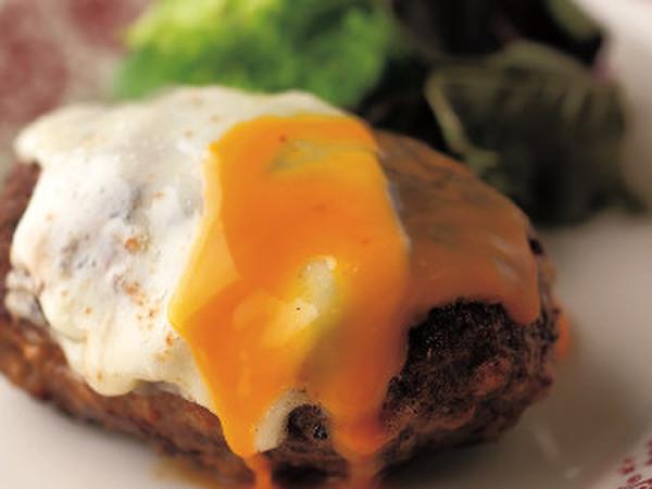 ハンバーグ卵黄ソース