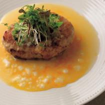 鶏せせりのハンバーグ卵のソース