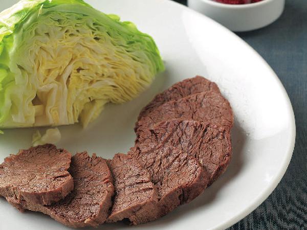 スユッ(ゆで牛肉のキャベツ包み辛味噌添え)