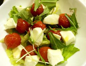 トマトとモッツァレラの燻製サラダ