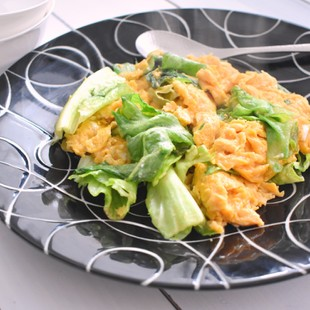 ふわふわ卵とレタスの中華風炒め