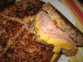 フライパンで♪とろ~りチーズサンドイッチ