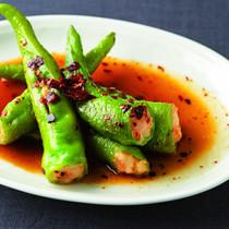 万願寺唐辛子のえび豆腐あん詰め煎り焼き