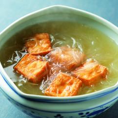 揚げ豆腐と春雨のスープ