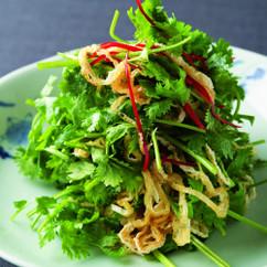 油揚げと香菜のサラダ北京風