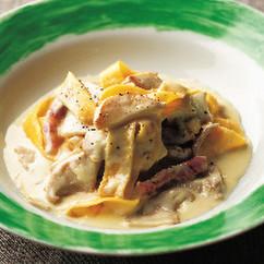 卵のクレープパスタあわび茸とパンチェッタのクリームソース