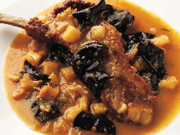 きくらげ、はなびら茸、豚スペアリブのマルサラ酒煮込み