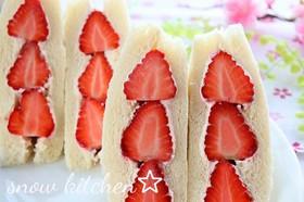 苺とクリームチーズのサンドイッチ