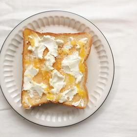 レモンカードとクリームチーズのトースト