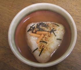 お茶漬け海苔de焼きおにぎりお茶漬け