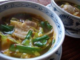 豚にらキャベツのピリ辛スープ