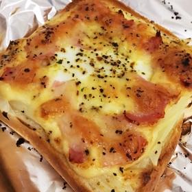 朝食に★ベーコンオニオンエッグトースト