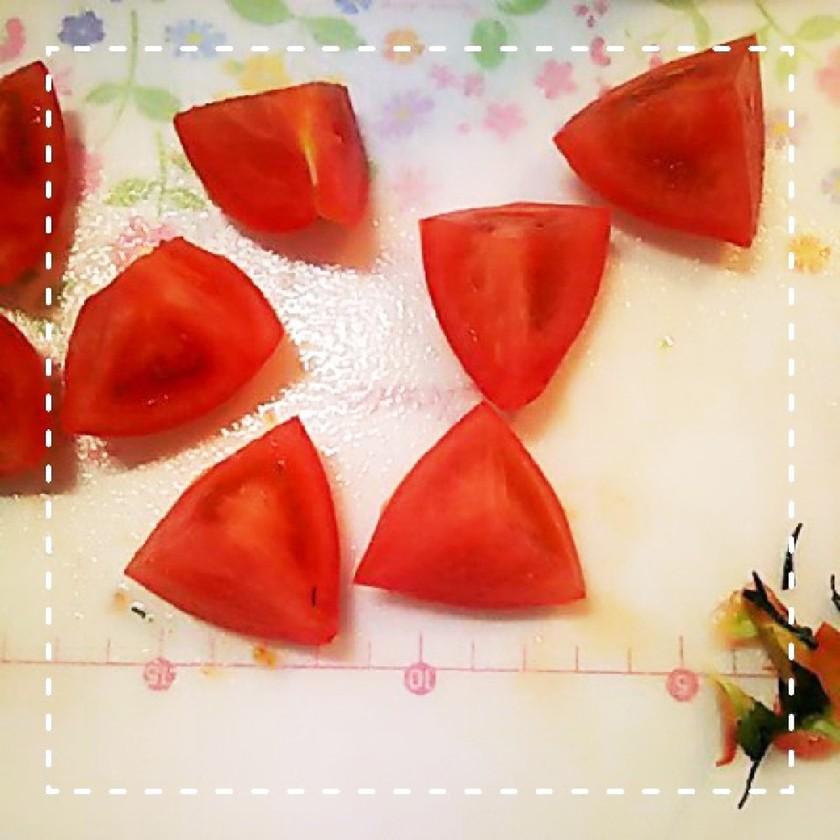 切る位置で簡単!崩れにくいトマトの乱切り