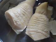 米のとぎ汁で…タケノコのあく抜きの写真