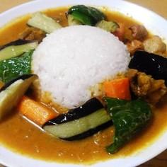 玉ねぎチキンカレー(揚げ野菜のせ)