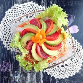 トマトとアボカドの夏のひんやり辛ラーメン