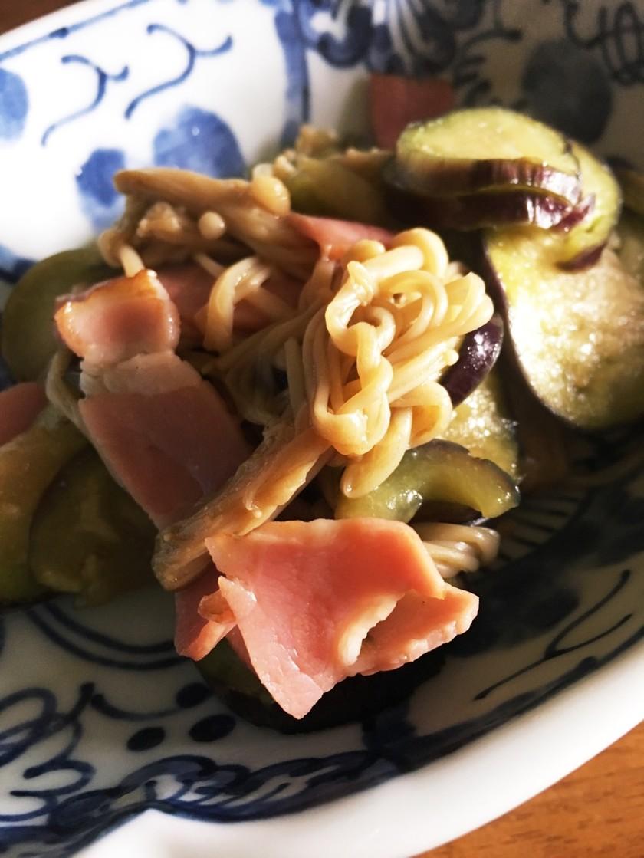 簡単副菜☆ナスとえのきのベーコン炒め