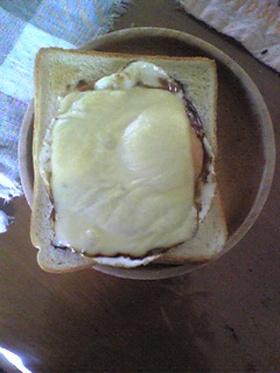 朝食に!簡単めだハムチーズトースト♪