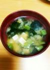 わかめ豆腐さやえんどうの味噌汁