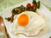 モンスーンカフェ風♪ガパオ炒めご飯の写真