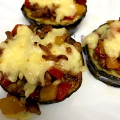 バカタレの茄子、ひき肉炒めチーズ乗せ