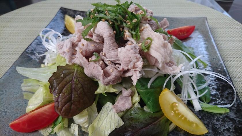 ベビーリーフとレタスの豚しゃぶサラダ