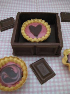 取り扱い注意!板チョコ箱と生チョコタルト
