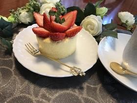 春はふわふわイチゴいっぱいロールケーキ
