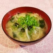 モヤシと大根とワカメのお味噌汁♡の写真