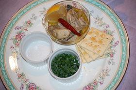 牡蠣のオリーブオイル漬けのカナッペ