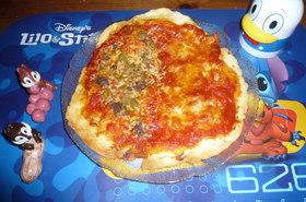 アンチョビーとオリーブのピザ