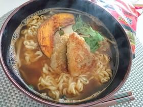 特製辛ラーメン 茸と野菜と鯵フライのせ