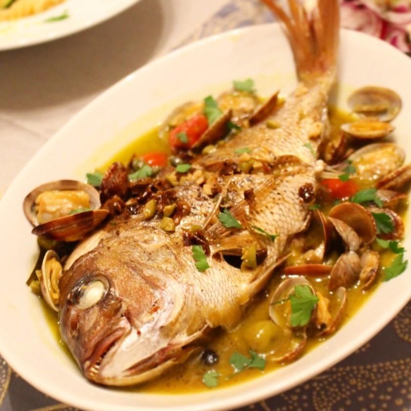 お店の味♫丸ごと1匹!鯛のアクアパッツァ