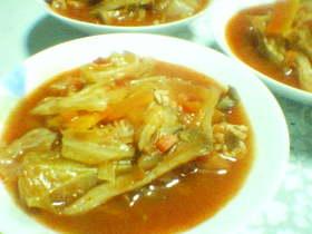 キャベツいっぱいのトマトスープ
