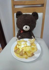 大きなツインシューをのせたパンケーキ