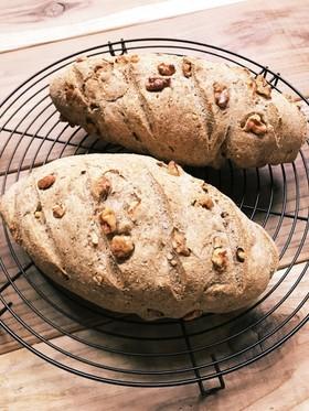 HBで全粒粉・ライ麦と胡桃のハードパン