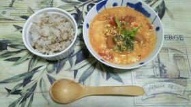 ヘルシーな豆腐と卵のトマトスープ