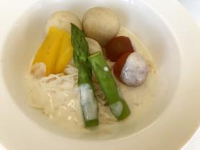 夏野菜とそうめんの浸し豆乳ソース添え